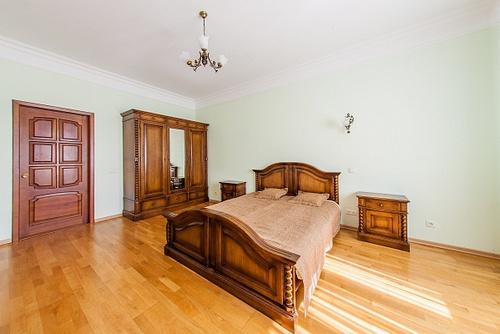 3-комнатная квартира посуточно в Киеве. Шевченковский район, ул. Жилянская, 30 А