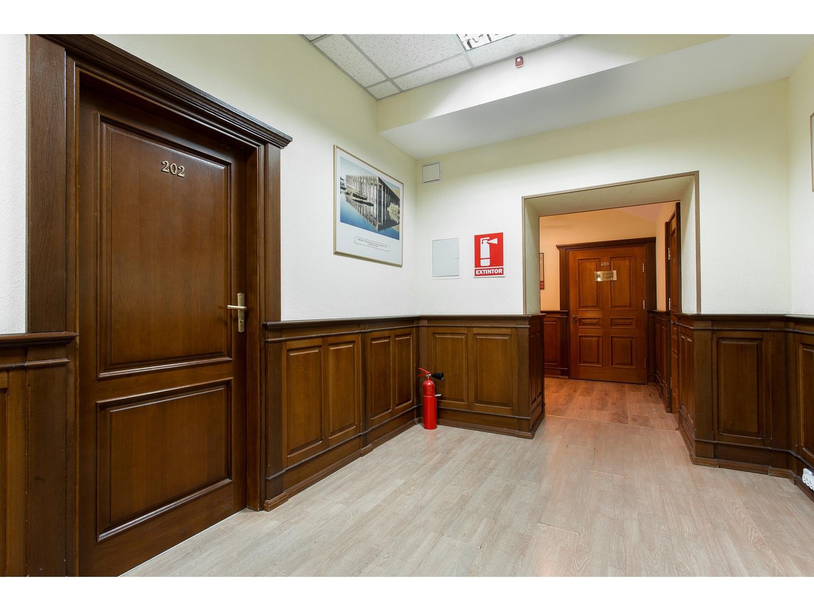 Продажа здания в центре. 763 кв.м с ремонтом . Андреевский спуск. Боричев ток.