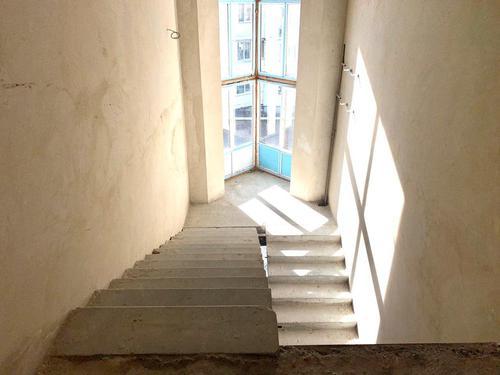 Продам отдельно стоящее здание 1640 м.кв. в Соломенском районе, ул. Ф. Эрнста 8а